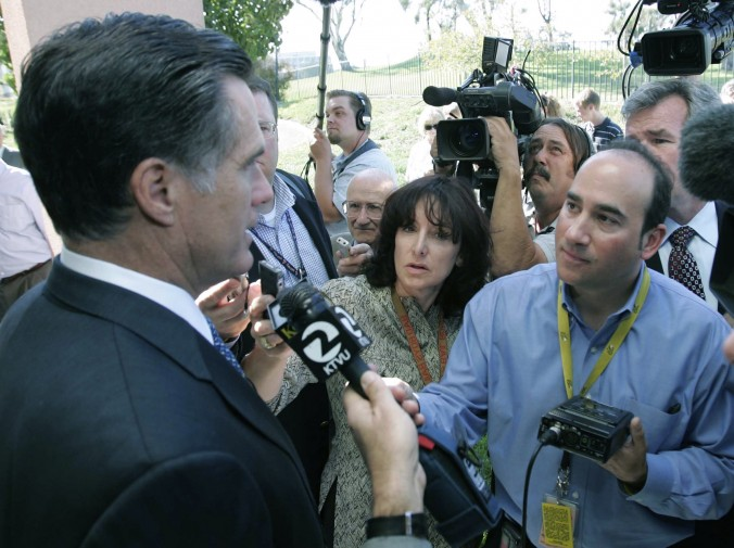 Gaggle around presidential candidate Mitt Romney (that's the legendary Carla Marinucci next to me again)
